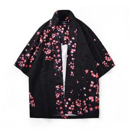 Top manga kimono negro online-Hombres camiseta manga corta recortada Kimono negro Estampado suelto Flores de cerezo Camisas delgadas 411