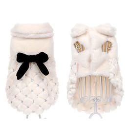 chat de fourrure d'hiver Promotion Vêtements pour animaux domestiques fourrure manteau d'hiver petit chien vêtements de chat bowknot perles en pointillés chihuahua vêtements chauds vêtements chien chemises