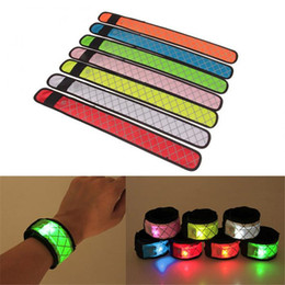 led clignotant slap band en gros Promotion Nylon LED Sports Slap Dragonne Bande Bracelet Lumière Flash Bracelet Brillant Brassard Usine gros LX2233