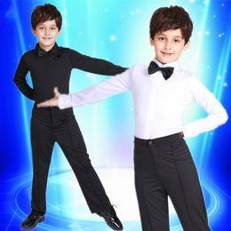 2017 Yeni Boy Latin balo salonu kostüm Setleri çocuklar Latin Gömlek + pantolon takım elbise Rumba Samba Giyim dans yarışm ... nereden
