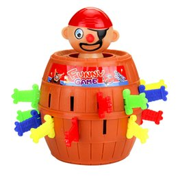 New Strange Prank Toy Barile di legno Gag Scherzi pratici Gioco di spada Crisi Barile Giochi di trucco da tavolo Pirate Bucket da