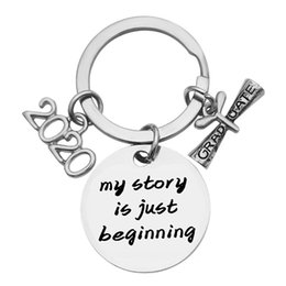 hat keychains wholesale Promo Codes - Graduation Gift Keychain My Story Just Beginning Doctor Hat College Inspirational Stainless Steel Key Chain Sleutelhanger 2020