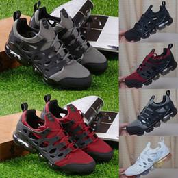 2019 sapatos masculino loafer 2019 Novo Designer Sandálias Triplo Preto Branco Mens Ao Ar Livre Fly Slides Mocassins Acolchoados Sapatos Casuais Homens Sapatilhas Masculinas Sapatos de Praia us 7-11 sapatos masculino loafer barato