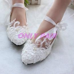 Кружева белый кристалл цвета слоновой кости Свадебные туфли Свадебные туфли на плоской подошве на низком каблуке на платформе Жемчужный ремешок на лодыжке от