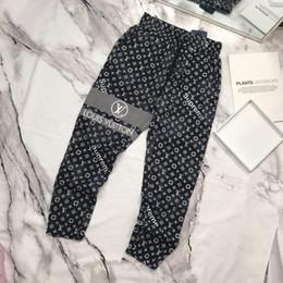 materiais de impressão para exterior Desconto Paris moda mens calças marca casual calças top material solto gravata carta impressão costura fio de pé ao ar livre roupas de festa de compras