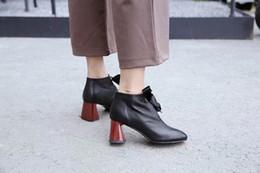 calçados nus ocasionais da cor Desconto Designer de novo outono e inverno de couro preto cor nude festa de compras casual trabalho sapatos de salto alto de alta qualidade vestido de viagem com sapatos femininos