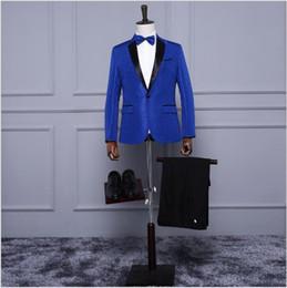 mostrar patrones de ropa Rebajas Último diseño Modelo azul Personalidad Moda para hombre Ropa Trajes de demostración con negro solapa con muesca Un botón Trajes de fiesta por la noche