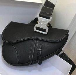 2019 materiais de couro Nova Chegada 2019.Classic Retro Genuine Leather Bag Cintura Unisex. Muito alta qualidade 5A saco Do Corpo cruzado. Também Têm material de tecido Bordado desconto materiais de couro