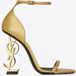 2019 новый дизайнер сексуальная обувь женщина лето пряжка ремень заклепки сандалии туфли на высоком каблуке острым носом мода мода один высокий каблук от