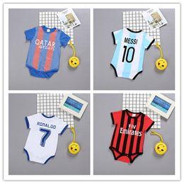 Fútbol recién nacido online-Bebé recién nacido mamelucos de Deportes de Verano de Fútbol del bebé de chicas en cortocircuito la ropa infantil del mono Monos Conjunto