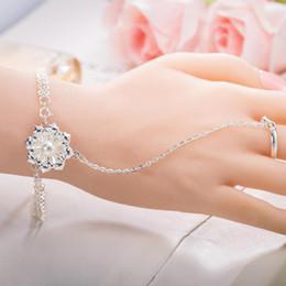 Finger-manschetten schmuck online-Luxus Perle Blume Armreif Armbänder mit Ring Schmuck Silber Überzogene Blume Charme Kette Ring Armbänder Manschette Armband Fingerring für Frauen