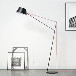 2019 lámpara led de pie libre sencilla brazo largo negro lámpara de pie LED redonda moderna para sentarse del dormitorio del sitio de pie lámpara de envío libre
