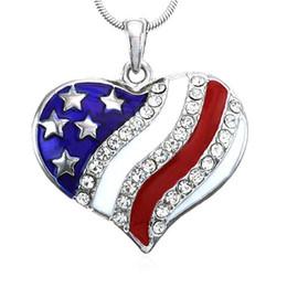 Forma de corazón Bandera americana Colgante de cristal Collares Joyas de esmalte de diamantes de imitación para hombres y mujeres desde fabricantes