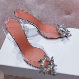 Bracelet à boucle de diamant en Ligne-2019 mode nouveau cristal diamant boucle dames été transparent verre de vin en PVC avec des dames pointues sandales dames sexy chaussures de mariage de mariage