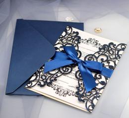 plaque de recouvrement or Promotion (Couverture seulement) 100 pcs Or Bleu Argent Glitter Papier Découpé Au Laser Invitation De Mariage Couverture Avec Ruban De Mariage Décor Parti Fournitures