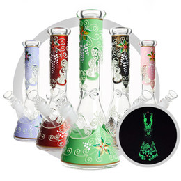 Bong uv online-10 '' Color noche luminoso uv vidrio Bong de vidrio perc Pipas de agua de fondo transparente Cubiletes de agua percolador base de la manguera de la cachimba envío gratis