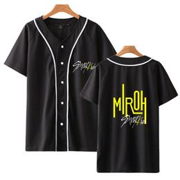 Детские бейсбольные рубашки онлайн-Корейская Мода Мужчины Женщины Футболки KPOP Бродячих Детей С Коротким Рукавом Тенденция Повседневная Хип-Хоп Свободная Футболка Бейсбол Джерси уличная одежда