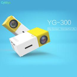 billige mini lcd projektoren Rabatt Tragbarer Projektor YG300 LED 400-600LM 3,5 mm Audio 320 x 240 Pixel YG-300 HDMI-USB-Mini-Projektor Home Media Player