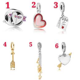 Colgantes de flecha online-Accesorios del encanto del corazón de moda europea una flecha a través de los granos del corazón amor colgante para el collar de la pulsera joyería de la boda haciendo