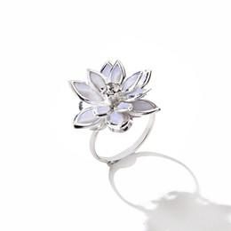 Lotusringe online-12pcs / lot weiß mehrschichtige Kamelie Ring Blume Lotus Ringe Frauen Schwester Geschenke