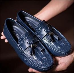 Trabajo de cuero de estilo europeo online-Pies de pie vestido de novia zapatos de hombre estilo europeo y americano trabajo de negocios de cuero zapatos de hombres casuales. Tamaño grande38-44c1