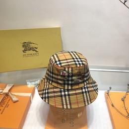 fascinadores de navidad Rebajas 2019 nuevo sombrero de cubo de moda de otoño / invierno Diseño de insignia a rayas marca sombrero de pescador Sombrero de pescador casual de estilo clásico para mujer