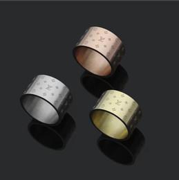 edelstahl gravierte ringe Rabatt Luxus 12 MM 316 L Edelstahl modeschmuck blume brief gravieren ringe Design schmuck liebe ringe Vergoldet männer frauen hochzeit ringe