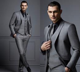 smokings gris slim fit Promotion Mode Gris Hommes Costume Pas Cher Costume Marié Costume Homme Costume Pour Les Meilleurs Hommes Slim Fit Mariée Tuxedos Pour Homme (Veste + Gilet + Pantalon) DH6006