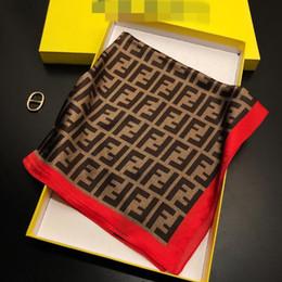 2019 anéis de pescoço grossos Design de Moda Unixes Lenço de seda Letter Moda Big Marca pequeno lenço Lenço Acessórios Variável presente Atividade