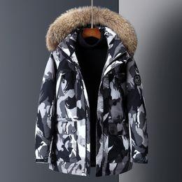 2020 casacos de homens populares 2019 o designer de alta qualidade a Europa e os Estados Unidos populares novos homens de espessura camuflagem corpo jaqueta cabelo de um lado desconto casacos de homens populares
