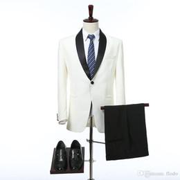 2019 cravatta di harris tweed Smoking da sposo in due pezzi da sposa in argento per uomo 2017 Risvolto in scialle nero personalizzati con un bottone abiti da sposo nuovi (giacca + pantaloni + cravatta) sconti cravatta di harris tweed