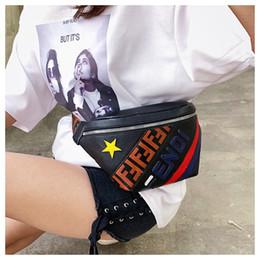 Mochila de bolsillo de cuero online-Letra F PU bolso de la cintura de las mujeres Crossbody paquetes de Fanny impermeable de la correa del bolsillo de un bolso de hombro mochilas de viaje Playa totalizadores 2020 A4804