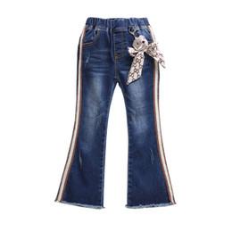 Jeans filles mignonnes en Ligne-nouveau design mignon Vente Chaude À Rayures À Volants Enfants filles pantalon Évasé populaire enfants denim pantalons magasins d'usine