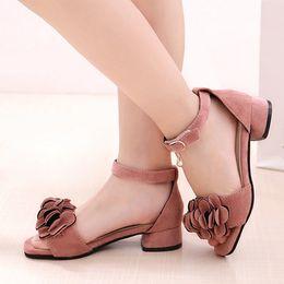 2019 Hot Bambini Sandali principessa Dress Shoes For Girl Bambini Ragazze Camoscio Fiori Sandali Tacchi bassi Fille Sandalo Baby Girl Shoes supplier kids heels da tacchi per bambini fornitori