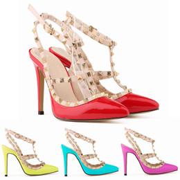 100af573 Diseñador de la marca de lujo Remaches Sandalias Bombas Punta estrecha  Tacones altos Mujeres Studded Strappy Wedding Party Dress Shoes 35-42  Wholesale Drop ...
