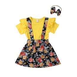 I vestiti dalla ragazza del fiore della cinghia dell'increspatura online-Toddler Bambini Neonate Set di abbigliamento Ruffle T-shirt manica corta Tops + Flower Strap gonna Dress + Fasce 3 pezzi vestiti della ragazza