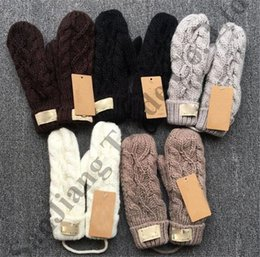 Перчатки с подогревом онлайн-Варежки зимние вязаные перчатки без пальцев марка австралии ug женщины витые вязаные перчатки женские роскошные теплые с подогревом дизайнерские перчатки варежки C91001