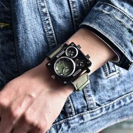 Nuovi uomini orologi orologi online-Oulm Fashion New Watches Uomo Canvas Strap Orologio da polso maschile Orologio al quarzo Casual 3 Time Zone Orologio sportivo