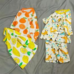 Pijamas de algodón para niños online-Ropa de dormir para niños bebés INS niños pijamas de algodón conjunto verano 2 piezas Set tres cuartos de manga Tops Fruit Animal Patern Cartoon Ropa de noche A344
