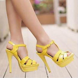Nackte farbe stiletto sandalen online-Candy Farbe Nude Schwarz Lackleder Cross Riemchen Sandale Plattform T-Bar Schuhe High Stiletto Heels Damen Kleid Schuhe Braut