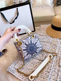2019 bolsos de niña de flores negro Diseñador de moda caliente Bolsos de mujer Bolsos de cadena cruzada Mini bolsos de hombro Cuero real Buena calidad Totel Purse Lady Flower Handbags