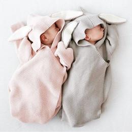 Кролик детское одеяло онлайн-Новорожденное детское одеяло Вязание Спальный мешок Уши кролика С капюшоном INS Maternity Newborn Wrap bag Прекрасный стиль в свободном стиле 0-6 месяцев