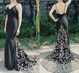 2019 vestido de dama de honra Sexy preto impresso flores noite vestidos de dama de honra com cintas de espaguete sereia cetim sem encosto Prom festa vestido de baile barato vestido de dama de honra barato