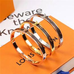 Lederarmbänder europäischer amerikanischer mode online-Luxus Sterne schmale Leder klassische europäische und amerikanische Mode neue Titan Stahl Armband Liebhaber Ornamente
