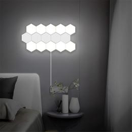 2020 lâmpada de favo de mel Luzes parede magnética Lâmpadas Quantum Nordic LED Art Wall Lamp Loft britânica criativa Honeycomb montagem modular Helios Toque Lamp lâmpada de favo de mel barato