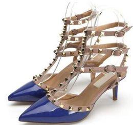 sandalias de oro para la fiesta de bodas Rebajas las mujeres calientes de los altos talones de las sandalias de los talones finos zapatos de punta estrecha sandalias clava el oro / plata las mujeres de la boda zapatos de fiesta 35-43