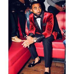2019 esmoquin recortado de terciopelo Popular Red One Button Velvet Men trajes Prom Chaqueta de solapa Ajuste de ajuste Novio de la boda Esmoquin Best Man Winter Suit Separates (Jacket + Pants) rebajas esmoquin recortado de terciopelo