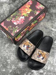 mens leather sandals Promo Codes - New Luxury Designer Mens Womens Summer Sandals Beach Slide Luxury Slippers Ladies Designer Shoes Print Leather Flowers Bee 36-46 With Box