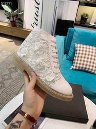 2019 encaje importado 2019 Súper nuevas botas de ocio de diseñador sincronizadas francesas, botas de encaje importadas italianas, botas de pétalos de diseñador encaje importado baratos