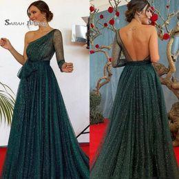 Tulle verde vestido on-line-Encantador Caçador Verde Vestidos de Baile de Um Ombro Manga Longa de Lantejoulas Tule Vestidos de Noite Sweep Train Dubai Árabe Vestidos de Festa Formal